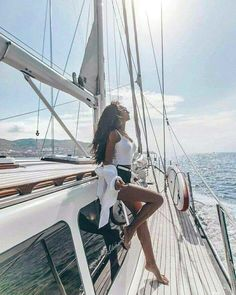 NAUTICAL FASHION Boat Pics, Yacht Week, Sailing Holidays, Cow Girl, Yacht Boat, Jolie Photo, Nautical Fashion, Kayak Fishing, Fishing Yachts