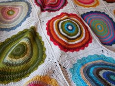 Just love that scallop outline and am so impressed with the outer row integration to a square motif. Ravelry: Wink's Mandalas Blanket pattern by Christina Hadderingh Crochet Mandala Pattern, Crochet Square Patterns, Crochet Circles, Crochet Stitches Patterns, Crochet Round, Blog Crochet, Free Crochet, Mandala Blanket, Crochet Afgans