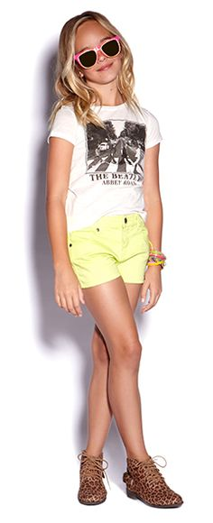 Not just pinning this because its a beatles shirt! Colored shorts can make a plain shirt really fun! They can make the whole outfit! Outfits Niños, Cute Girl Outfits, Kids Outfits Girls, Cute Outfits For Kids, Cool Outfits, Summer Outfits, Fashion Outfits, Forever 21 Outfits, Forever 21 Girls