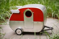 The Handmade Vintage Camper Birdhouse