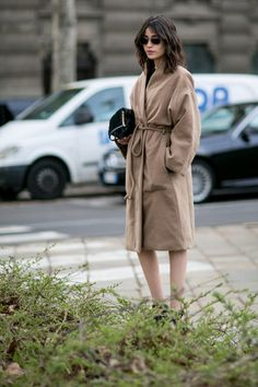 Pin for Later: The Best Street Style Looks From Milan Fashion Week Day 1 Fashion Milan, Milan Fashion Week Street Style, Look Street Style, Fashion Week 2016, Autumn Street Style, Cool Street Fashion, Street Chic, Fashion Trends, Beige Coat