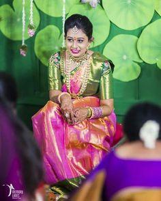 Pinterest :@achyi Indian Bridal Fashion, Indian Wedding Outfits, Indian Outfits, Bridal Silk Saree, Saree Wedding, Wedding Bride, Silk Sarees, Wedding Stuff, Bridal Blouse Designs