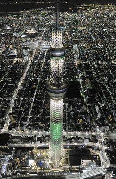 Tokyo Sky Tree:Christmas Limited lighting on 2013. スカイツリー:クリスマスまでの限定ライティング開始
