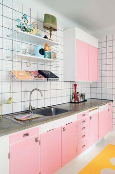 Pretty pink retro kitchen with concrete tabletop + String shelves