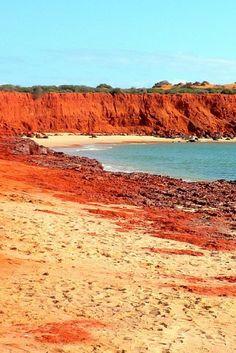 J'ai parcouru la côte Ouest de l'Australie au départ de Perth jusqu'à Darwin pendant presque un mois. Comment vous dire… IL-FAUT-Y-ALLER !!!! Voici donc 12 étapes à ne pas manquer pour rythmer le meilleur road trip sur la côte Ouest en Australie. Vous m'en direz des nouvelles ! | road trip australie | paysage australie | cote ouest australie | voyage australie