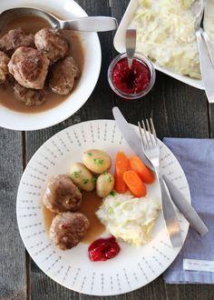 MAMMAS KJØTTKAKER MED BRUN SAUS OG KÅLSTUING | TRINES MATBLOGG Dinner Suggestions, Nom Nom, Beef, Chicken, Healthy, Breakfast, Recipes, Norway