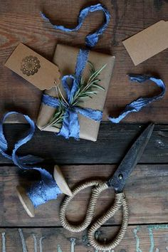 *BLUE* GIFT WRAPPING great inspiration for those of you who need fresh ideas for your gift wraps and also like Blue-themed Christmas. Blue Christmas Decor, Christmas Time, Christmas Gifts, Christmas Decorations, Christmas Mantles, Christmas Villages, White Christmas, Christmas Ornaments, Birthday Candy
