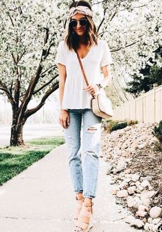 simple shirt with boyfriend jeans