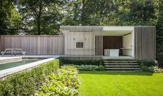 contemporary pool house | garden room || Modern poolhouse crépi met hout | Bogarden