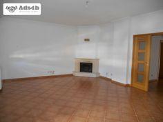 Apartamento para arrendar semi-novo no centro de Castelo Branco, 3 quartos sendo um deles suite, todos com roupeiros embutidos, cozinha com lareira e varanda, sala com lareira e recuperador ...