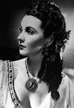 Vivien Leigh in That Hamilton Woman wearing Joseff of Hollywood jewelry. Hollywood Jewelry, Hollywood Icons, Old Hollywood Glamour, Golden Age Of Hollywood, Vintage Hollywood, Hollywood Stars, Classic Hollywood, Scarlett O'hara, Vivien Leigh