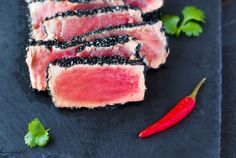 Tuna with black sesame seeds. Quick and easy solution for last mi minute dinner Black Sesame, Savoury Dishes, Tuna, Seeds, Tasty, Fish, Meat, Dinner, Chic