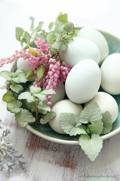 green eggs easter deco