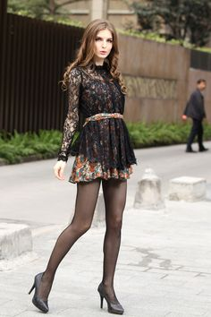Family Friendly pictures of Men and Women in any form of hosiery. Party Fashion, High Fashion, Womens Fashion, Female Fashion, Street Fashion, Fashion Trends, Women With Beautiful Legs, Bcbg, Vogue
