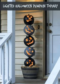 How to make this Halloween crafts. Grab some faux pumpkins from the craft store and create this unique Halloween pumpkin topiary! It will look perfect on your front porch. So festive! Entree Halloween, Theme Halloween, Halloween Party Supplies, Halloween 2018, Spooky Halloween, Halloween Pumpkins, Halloween Crafts, Diy Outdoor Halloween Decorations, Reddit Halloween