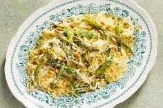 This is how to welcome spring with spaghetti squash.
