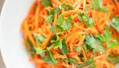 Muitas são as variações de receitas de salada de cenoura light disponíveis e o melhor de tudo é que são pratos rápidos de serem feitos.