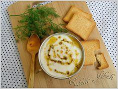 Sarımsaklı, Yoğurtlu Dövme çorbası Turkish Recipes, Ethnic Recipes, Pastry Cake, Yogurt, Hummus, Food And Drink, Desserts, Soups, Pastries