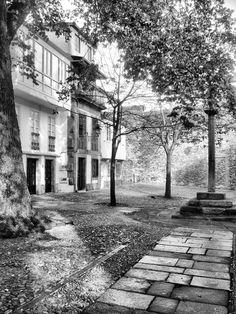 Convento y Plaza de las Bárbaras Se trata de un beatario fundado en el siglo XIV y posteriormente integrado en la obedencia franciscana. Parece ser que inicialmente se encontraba en este lugar una ermita dedicada a Santa Bárbara, de ahí su nombre.