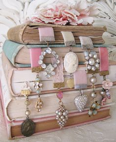 Bookmarks using ribbon, felt, chain and old jewelry!!!! Love it!  Get Creative!!!!