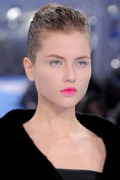 How to apply make-up application?