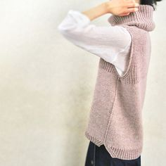UraUe is a relaxed-fit vest worked seamlessly from the top down. It combines Half Fisherman's rib and Stockinette stitch and can be worn reversibly. Knit Vest Pattern, Sweater Knitting Patterns, Knitting Stitches, Knit Patterns, Knitting Terms, Ravelry, Knitwear Fashion, Hand Knitted Sweaters, Stockinette