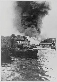 Fra krigen i Norge Bergen. Oljetankerne ved Florvåg i brann etter engelsk bombeangrep 8. mai 1940. (Original bildetekst) Riksarkivet / NTBs krigsarkiv