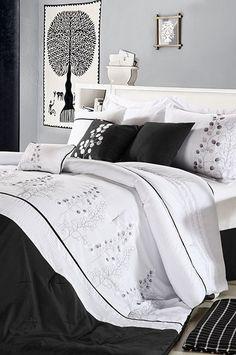 Black Poppy Comforter Set
