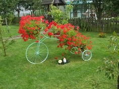 If you really want to make your garden decoration unique try these upcycling bikes projects out! Arrange beautiful flower pots and you will have diy garden Flower Planters, Flower Pots, Landscape Design, Garden Design, Organic Horticulture, Old Bikes, Yard Art, Container Gardening, Beautiful Flowers