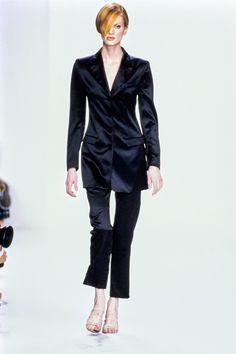 Calvin Klein Collection Spring 1995 Ready-to-Wear Collection Photos - Vogue - Kristen McMenamy
