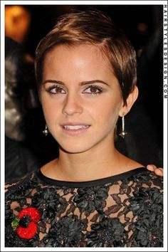 Short brown pixie hairstyle! #pixie #EmmaWatson #celebrity #hairstyle