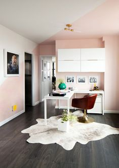 Designers share their tried-and-true tips for carving out a proper home office in the tiniest of spaces. Read on for ideas on how to create a home office in a small space. Office Interior Design, Interior Walls, Office Interiors, Boat Interior, Interior Sketch, Interior Ideas, Home Desk, Home Office Space, Office Nook