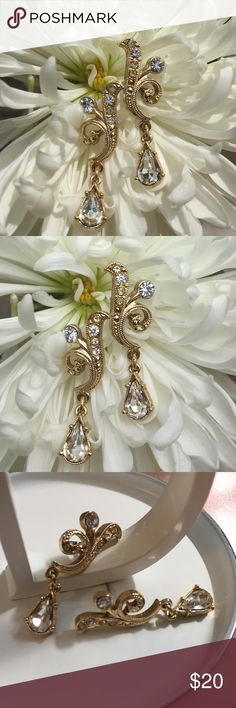 """🎉HP🎉 Exquisite vintage rhinestone earrings Classically beautiful rhinestone and gold tone post earrings. Awesome details and quality. These will become your favorite earrings! Vintage excellent condition, no missing stones. 1.5"""" length 🎉Host pick 9/4/17 Pretty, flirty & girly party Thank you @kittybaby1 😘🎉 Vintage Jewelry Earrings"""