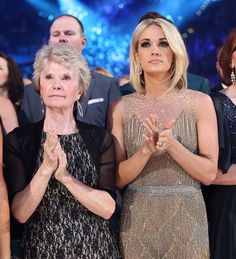 Carrie Underwood and her mama, Carole | ACM 2016
