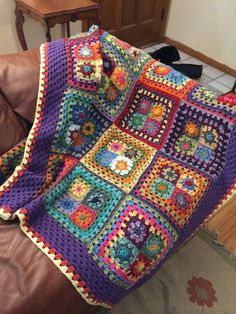 This Floral Afghan Blanket Free Crochet Pattern has a ton to offer including: flowers, rainbow edging, and a lovely crochet hexagon motif. Crochet Afghans, Crochet Squares Afghan, Crochet Quilt, Granny Square Crochet Pattern, Crochet Home, Crochet Blanket Patterns, Crochet Motif, Knitting Patterns, Free Crochet