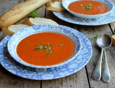 Lavender and Lovage | Go Hot or Cold with this 5:2 and Weight Watchers Diet Recipe: Roasted Red Pepper Soup | http://www.lavenderandlovage.com
