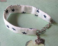 Stoffarmband in weiß/blau & Kronenanhänger