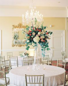 Inside+the+ballroom,+dinner+tables+were+covered+with+sparkling+linens+and+topped+with+a+mix+of+high+and+low+centerpieces+comprised+of+garden+and+spray+roses,+hydrangea,+stock,+silver-dollar+eucalyptus,+nerine,+seeded+eucalyptus,+Queen+Anne's+lace,+godetia,+and+Hypericum+berries.