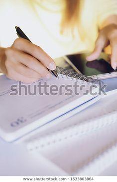 Woman Writing Notebook Pen Looking Screen: стоковые изображения в HD и миллионы других стоковых фотографий, иллюстраций и векторных изображений без лицензионных платежей в коллекции Shutterstock.  Ежедневно добавляются тысячи новых высококачественных фотографий. Pictures For Sale, Writing Notebook