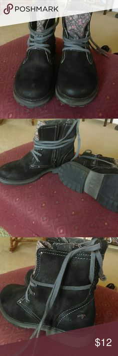 Roxy boots Black suede material boots. Side zipper close or lace and tie. Roxy Shoes Boots