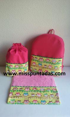 Mochila , bolsa de merienda , y toalla escolar modelo Búhos.www-misspuntadas.com