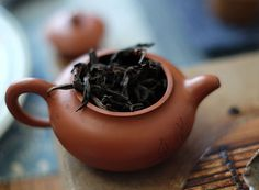 Wuyi Rou Gui Oolong Tea has over one-hundred-year history. It is so named because the taste and aroma are similar to cinnamon.