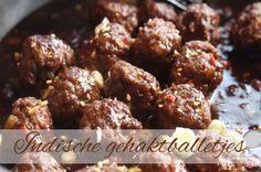 Pittige Indische gehaktballetjes als onderdeel van een rijsttafel, met rijst en groenten of als hapje doen deze Indische gehaktballetjes het ook goed
