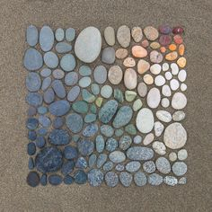 Who organizes beach rocks? One of us, probably. | 26 Photos That Every Perfectionist Will Find Pleasing