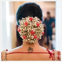 All The Floral Hair Inspiration You Need For South Indian Wedding Hairstyles, Bridal Hairstyle Indian Wedding, Bridal Hair Buns, Wedding Bun Hairstyles, Bridal Hairdo, Hairdo Wedding, Long Hair Wedding Styles, Indian Bridal Makeup, Indian Hairstyles