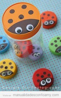 Manualidades de goma eva para niños, hacer mariquitas con tapones de plástico