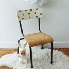 Vintage elementary school chair … Source by nathalie_guy Chaise Chair, School Chairs, Painted Chairs, Paint Furniture, Kidsroom, Restaurant Vintage, Restaurant Restaurant, Girl Room, Vintage Furniture