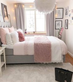 Bohemian Minimalist with Urban Outfiters Bedroom Ideas Bedroom. - Frida Rath - Bohemian Minimalist with Urban Outfiters Bedroom Ideas Bedroom. Bohemian Minimalist with Urban Outfiters Bedroom Ideas Bedroom Goals! Teen Bedroom Designs, Room Ideas Bedroom, Modern Bedroom Design, Small Room Bedroom, Home Decor Bedroom, Bedroom Furniture, Girls Bedroom, Bedroom Inspo, Teen Bed Room Ideas