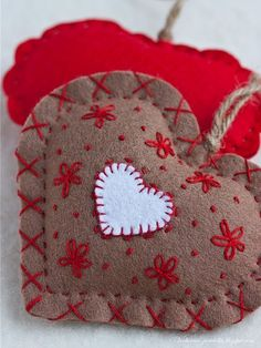 cute felt embroidered hearts by lynne