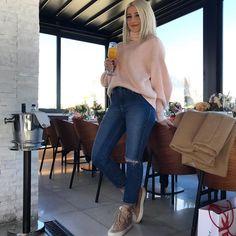 """7,847 """"Μου αρέσει!"""", 16 σχόλια - Gio Dreveli Giannou (@giogiota) στο Instagram: """"TooFaced Peaches Event  #sephoralovestoofaced #tfpeachesandcream #event #sephoragreece…"""" Mom Jeans, Pants, Instagram, Fashion, Trouser Pants, Moda, Fashion Styles, Women's Pants, Women Pants"""